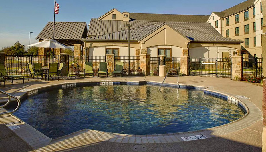 homewood-redrock-pool